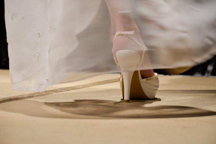 Modenschau - Weißer Schuh