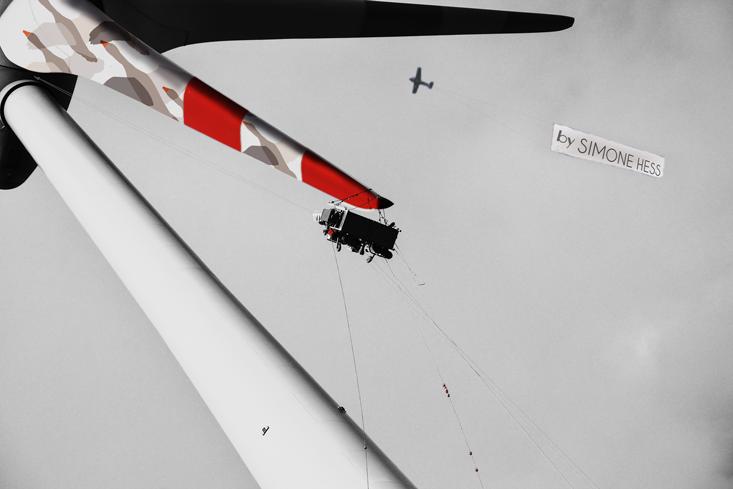Gestaltung an Windkraftanlagen - Farbiger Flügel