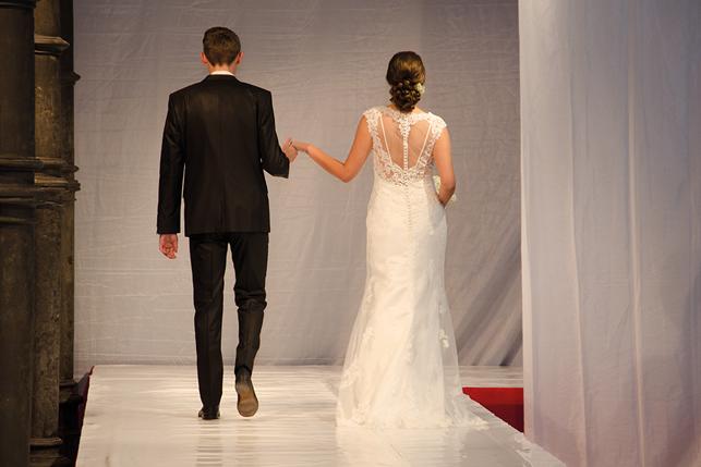 Messe Kloster Bredelar 15.11.2015 - Brautpaar Rückenansicht