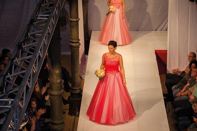 Messe Kloster Bredelar 15.11.2015 - Kleider in Rot und Lachs